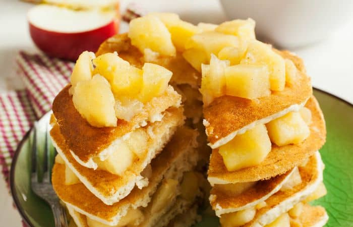 apple and cinnamon pancake recipe feature