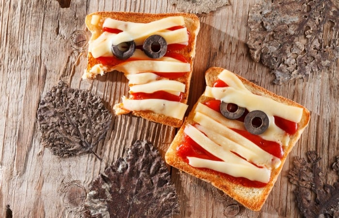 Easy Mummy Pizza Sandwich for Halloween Lunchboxes