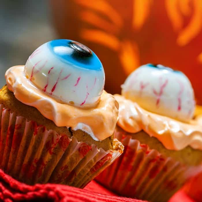 egg-free and dairy-free halloween cupcakes sq