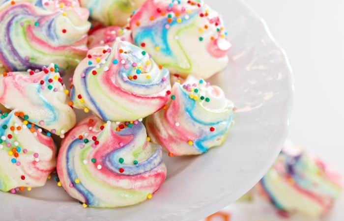 egg-free rainbow meringue cookies feature