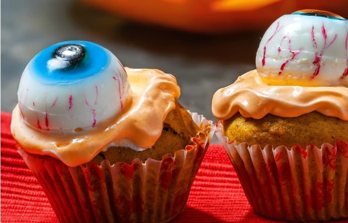 eyeball cupcake idea feature
