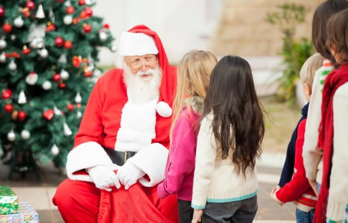 10 Things I Learned Standing in Line for Santa feature