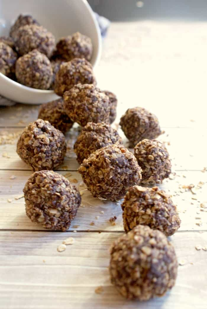These breakfast energy balls are so yummy. I can't wait to make another batch and have a bit of oatmeal, chocolate and mmmmm....