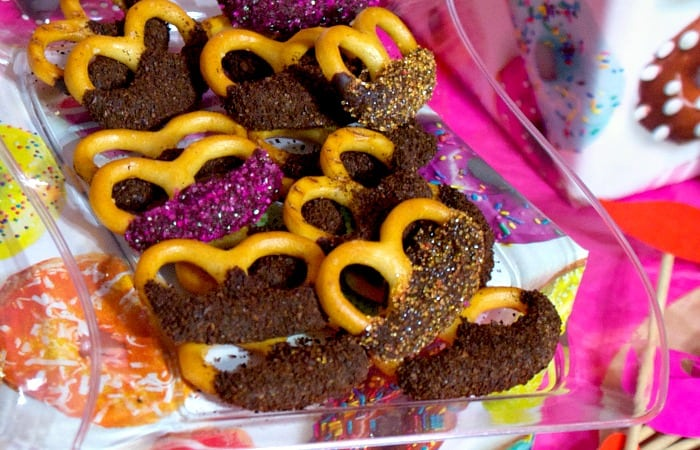 easy chocolate covered pretzels with coffee feature