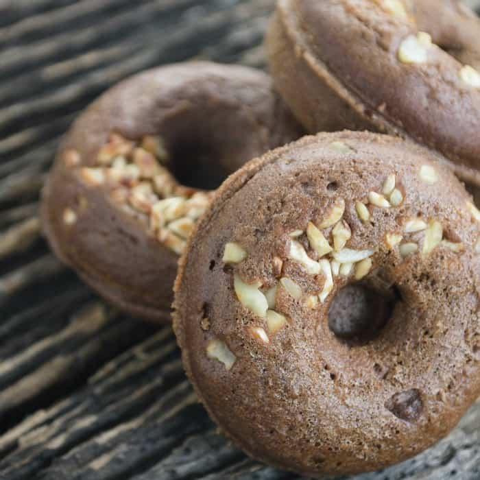 easy recipe for eggless chocolate donuts with toffee inside sq
