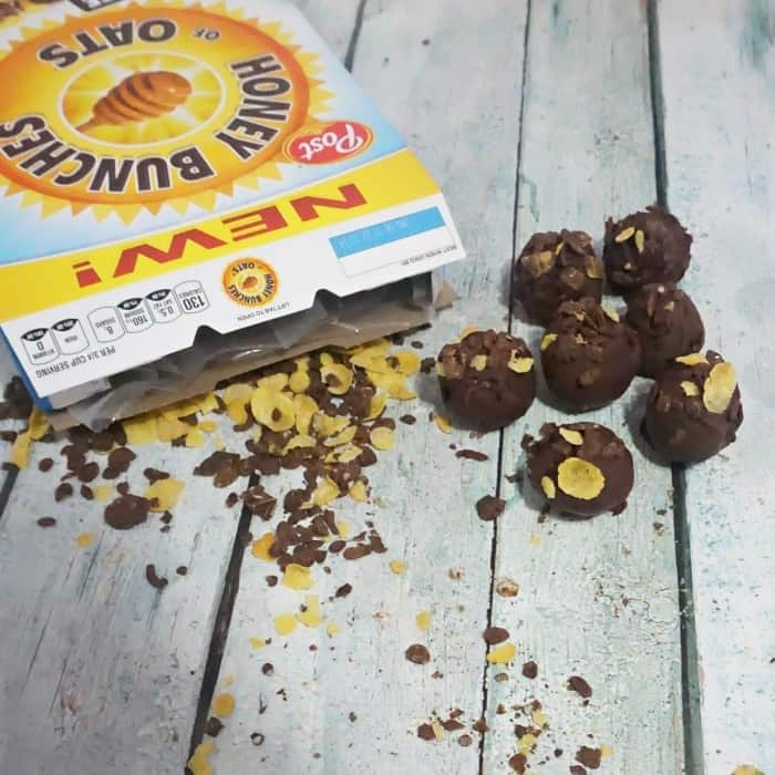 breakfast balls with cereal and bananas sq
