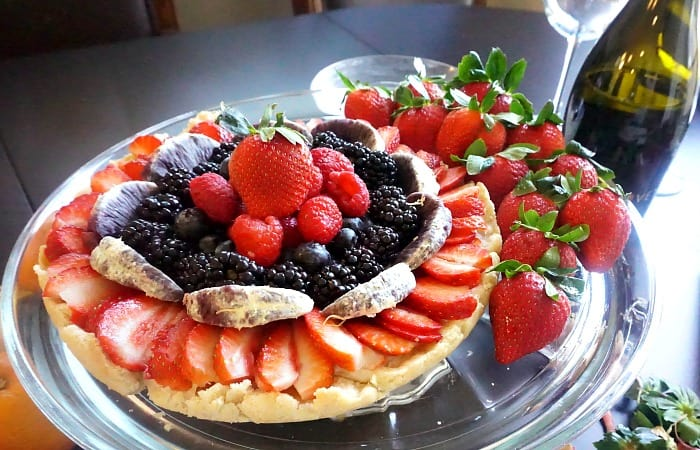 how to make gluten-free and vegan fruit pizza feature