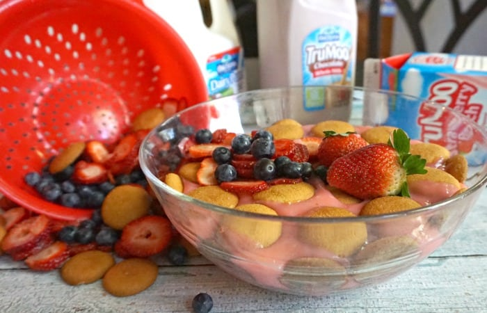 how to make banana pudding with strawberries feature