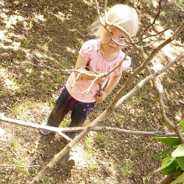 easy outdoor engineering activity for toddlers sq
