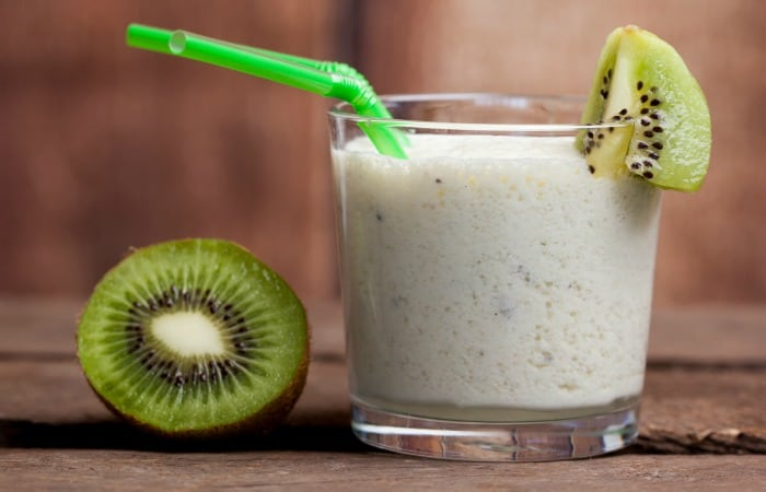 easy recipe for kiwi smoothie feature
