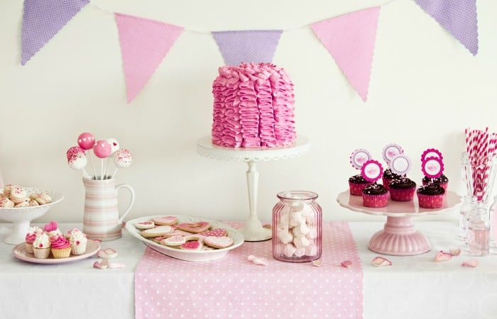 how to set up a party table for a blog feature