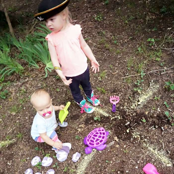 easy backyard game for toddlers sq