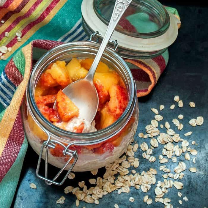 how to make overnight oats that taste like peach cobbler sq
