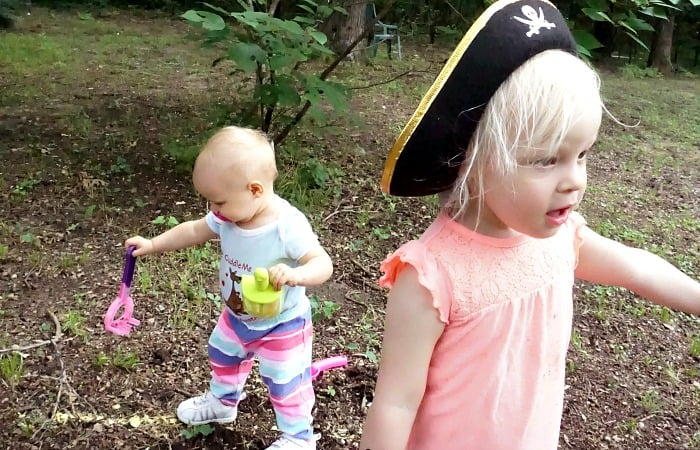 how to set up a pirate treasure hunt for a toddler in the backyard feature