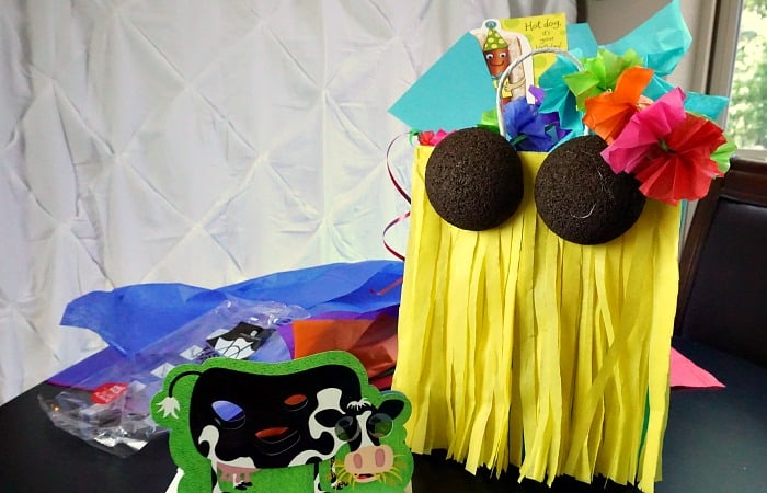 how to make a gift bag like a hula dancer fea
