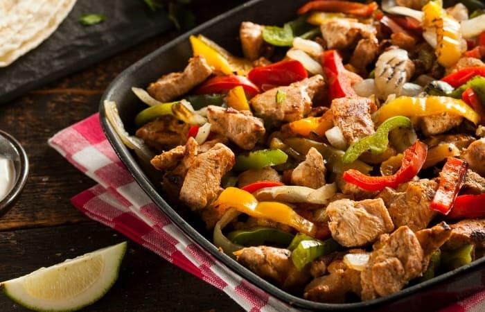 how to make restaurant fajitas at home fea