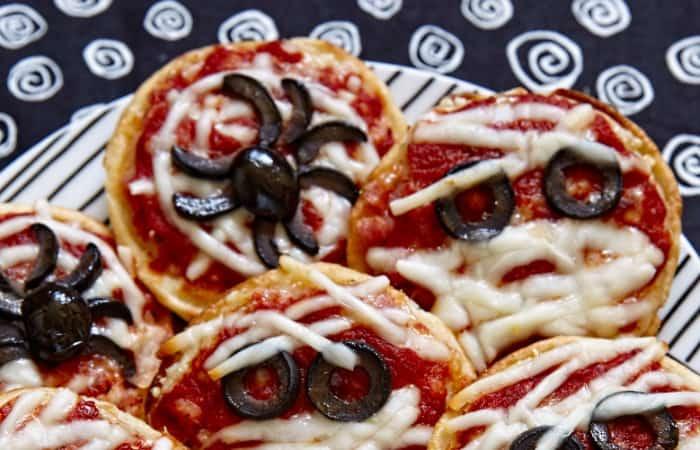easy halloween pizza appetizer fea