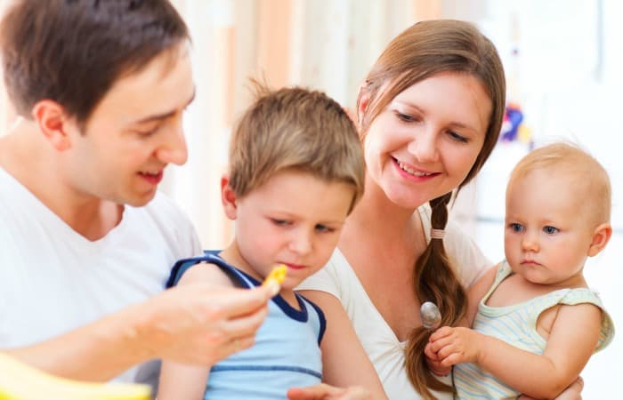 how to make a toddler more comfortable with new and healthy foods fea