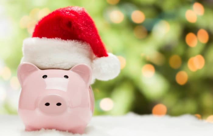 How to save for Christmas NOW. I don't want to wait until the last minute again! Saving this list to and getting started on saving today.