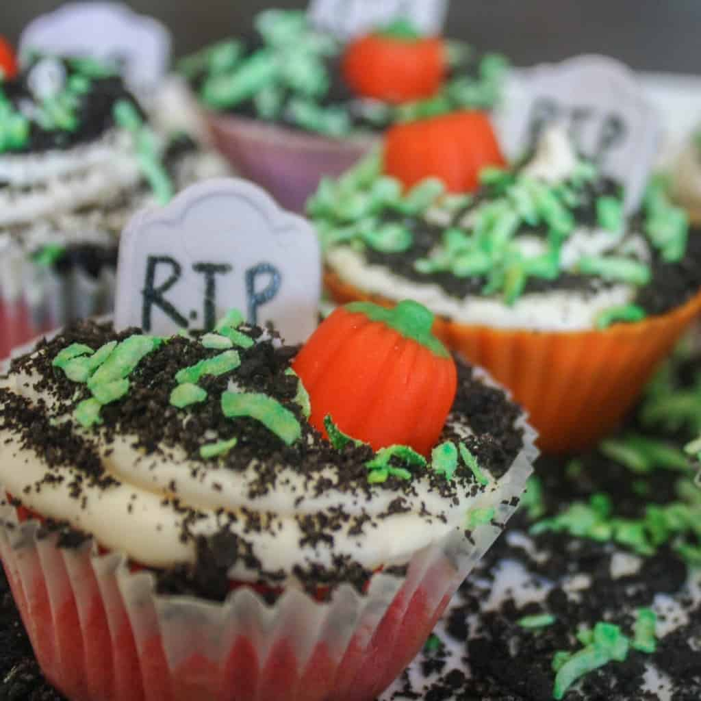 cupcakes decorated like a grave sq