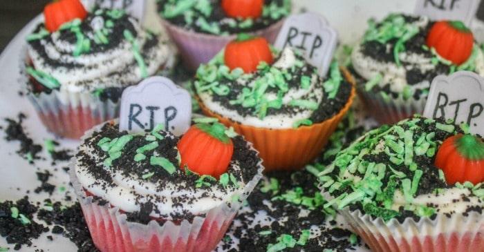easy zombie graveyard cupcakes fb