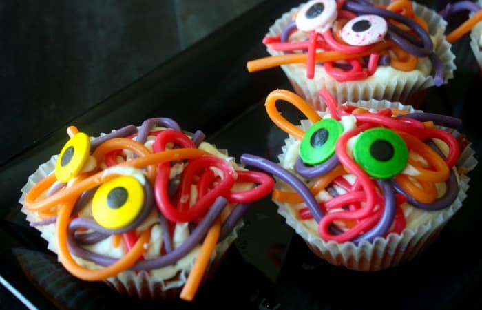 funny halloween cupcakes that kids can make fea