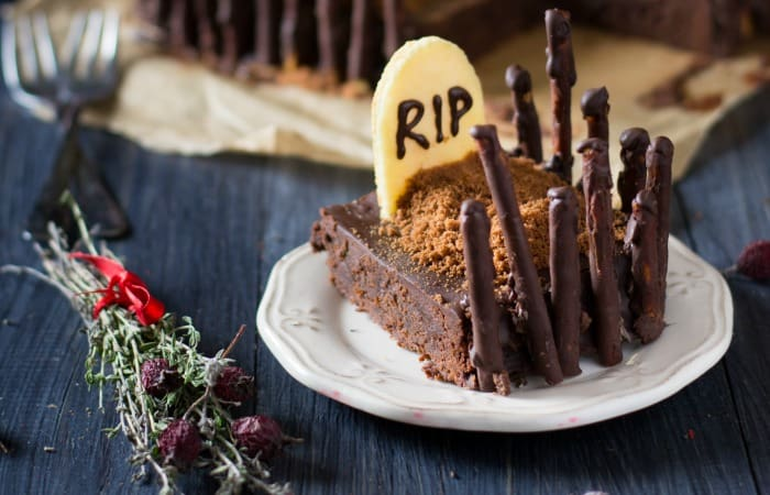 This is the perfect recipe for the kids' halloween parties at school! Simple, allergy-friendly, gluten-free...everything yummy. I love this Graveyard Cakemix Brownie recipe. So awesome!
