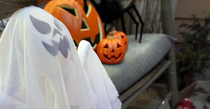 I love how easy and simple these indoor halloween decoration ideas are! I need to find me a creepy old chair!