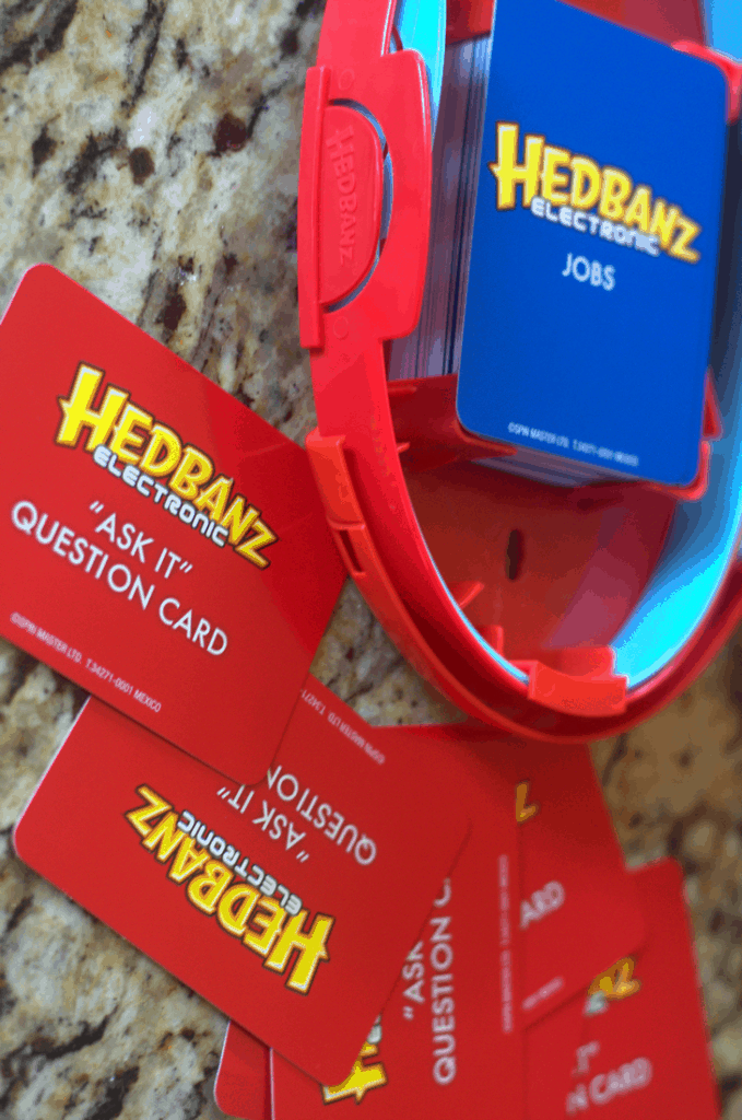 Hedbanz™ Electronic Friends and Family Game Night