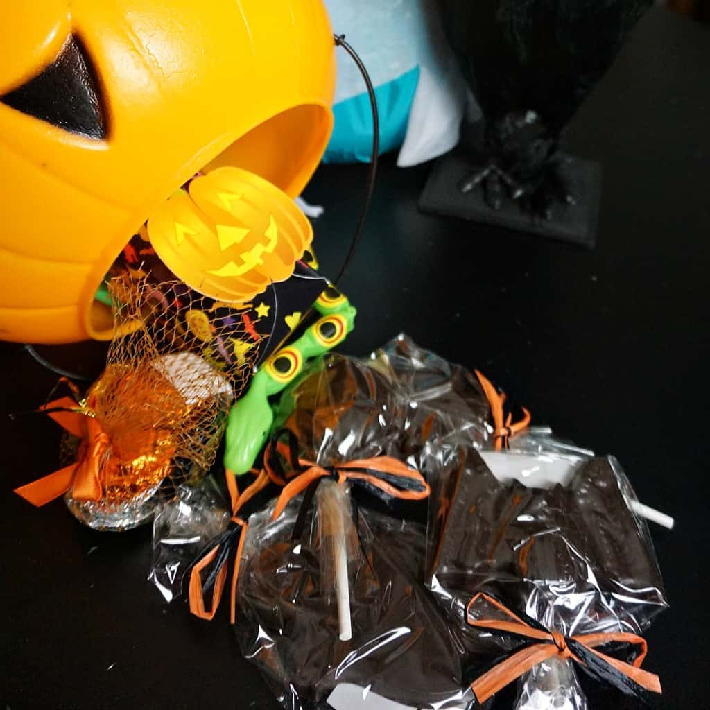 I really needed this list of Halloween Treat Ideas for the Teal Pumpkin Project to share with my neighbors and friends. Just as a reminder.