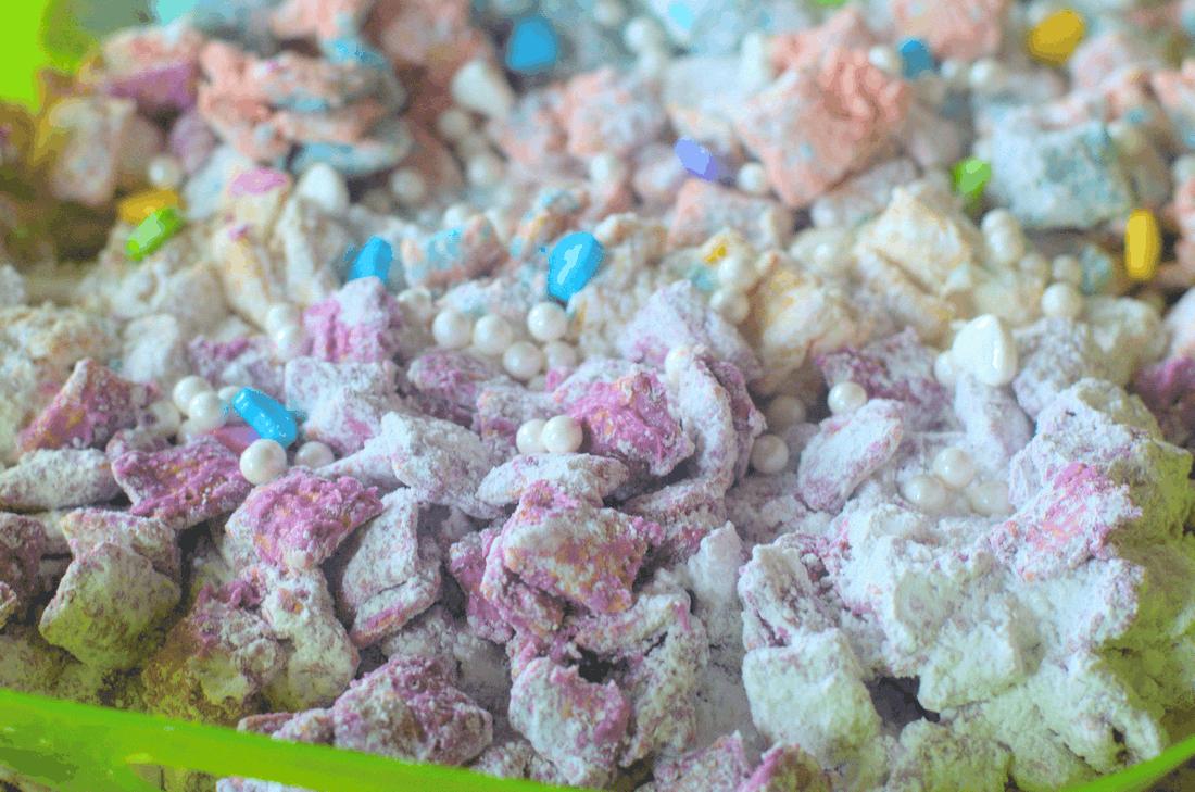 OMG This Unicorn Muddy Buddies recipe is AMAZEBALLS!