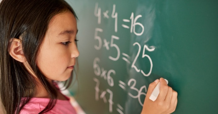 These tips are AMAZING for encouraging our girl's love for science and math!