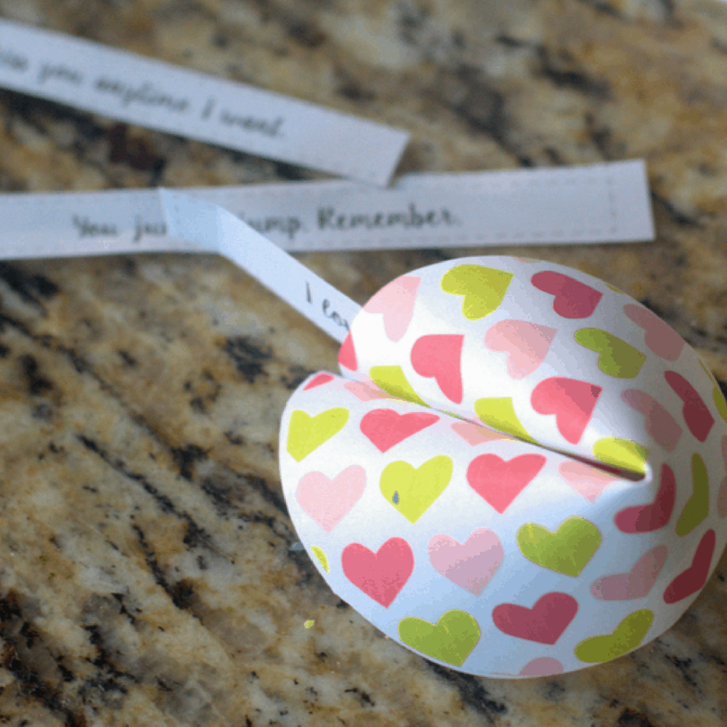 OMG! These free printable valentines look like fortune cookies and they're TOTES ADORBS! Plus they include movie trivia. Nerdy Valentine HEAVEN!