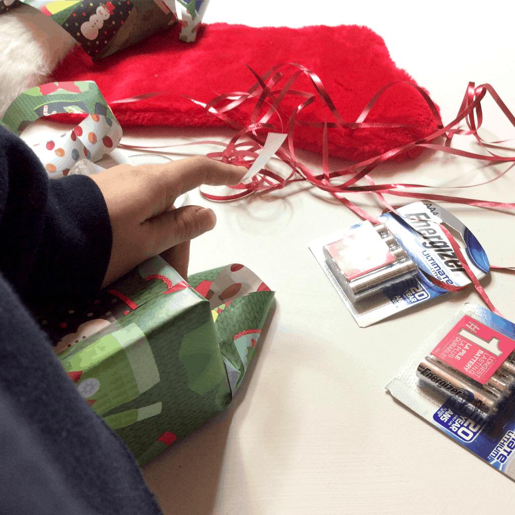 OMG - These 5 Last Minute Holiday Hacks are LIFE-SAVERS. You've GOT to check this out! #Holidays #Christmas #holidayhacks #lifehacks