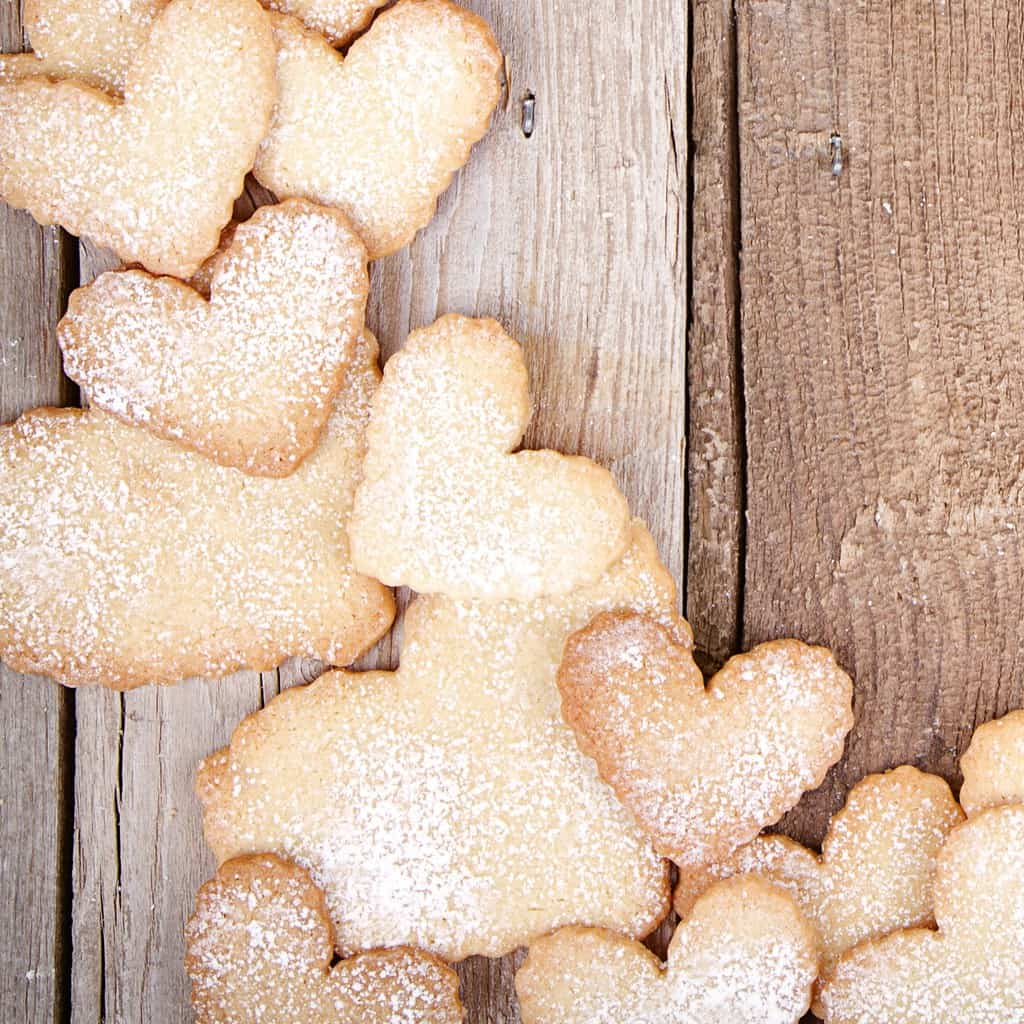 This super-simple 3-Ingrediet Sugar Cookie Recipe is INSANE. I had no idea you could make such simple cookies. #cookie #cookies #recipe #sugarcookies #3-ingredient #simperecipe #easyrecipe #yummy