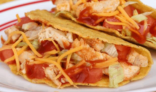 I LOVE this easy recipe for Instapot Chicken Tacos. SO simple! #recipe #food #foodporn #instapot #pressurecooker #chicken #tacos #tacorecipe