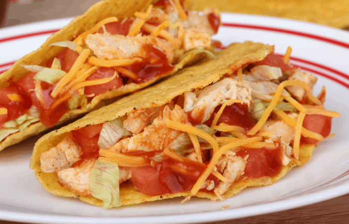 I LOVE this easy recipe for Instapot Chicken Tacos. SO simple! #recipe #food #foodporn #instapot #pressurecooker #chicken #tacos #tacorecipe