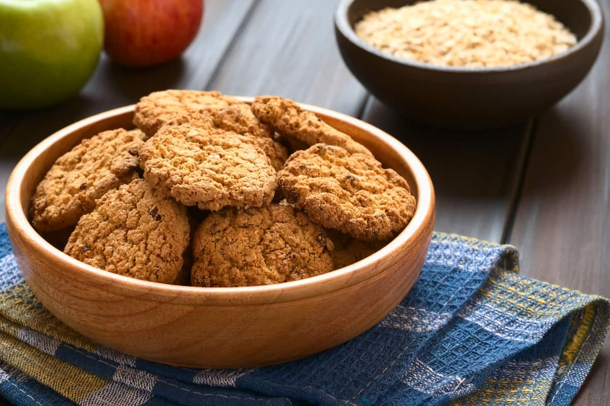 I'm feeling slightly obsessed with apple pie lately. I've been doing anything except making an actual pie. And this time it's Apple Pie Oatmeal Cookies. So good, so so good. #nerdymamma #recipe #cookie #cookies #cookierecipe #vegan #glutenfree