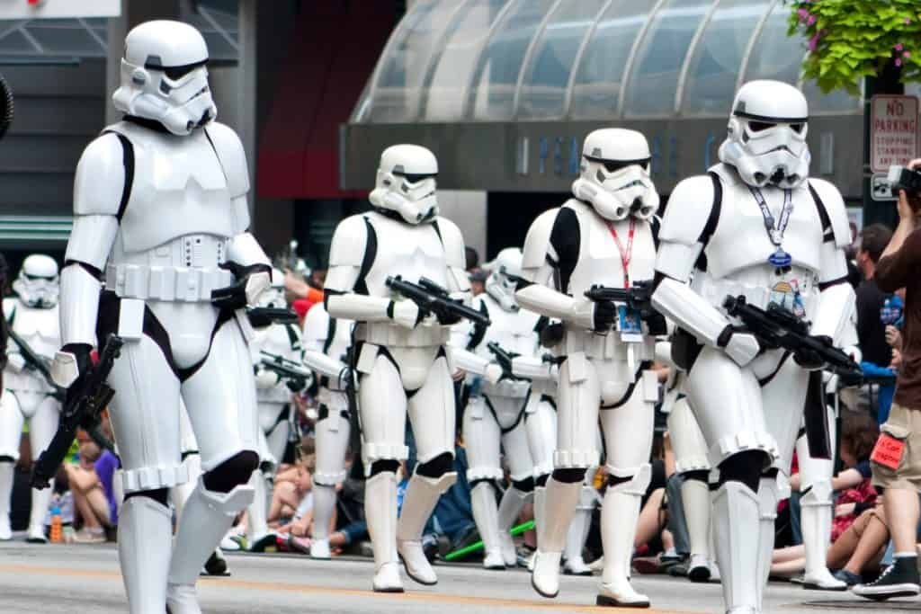 4 Hacks for Dealing with Crowds at Star Wars: Galaxy's Edge