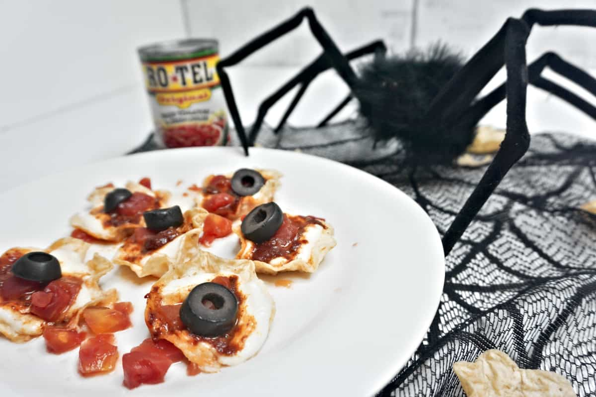#ad Check out this vision of a savory snack, Bloody Eyeball Nachos. Get your eyeful and then let's get ready to rock...It's time to #RotelDareToDip so let's do this. #nerdymammablog #collectivebias #halloween #nachos