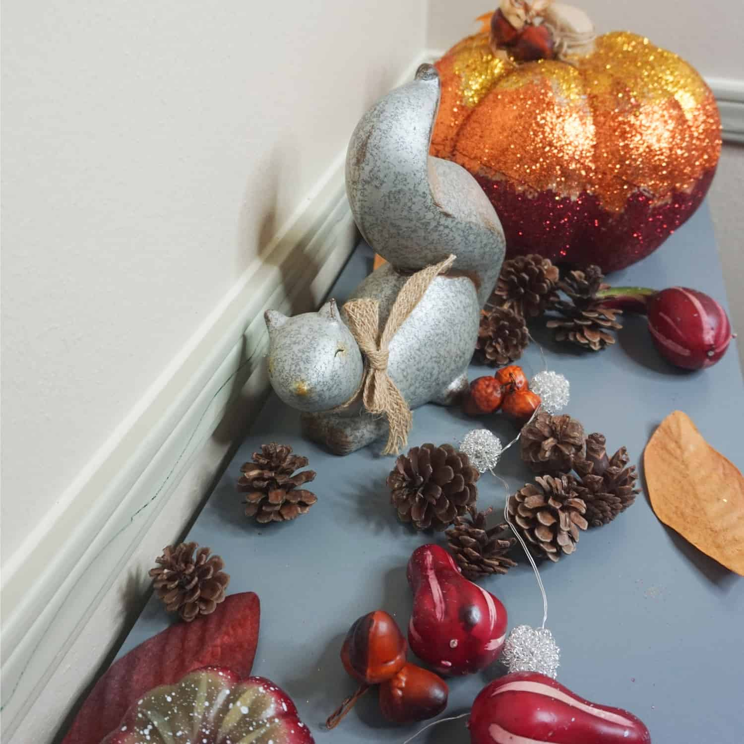#ad When it comes to welcoming fall into your home, there's so much more to it than beautiful decorations—although some leaves, pumpkins, and pinecones never hurt! Like this DIY FALL ENTRYWAY CRANBERRY CENTERPIECE I made from Febreze WAX MELTS and other supplies I found at Dollar General! #nerdymammablog #fall #decor