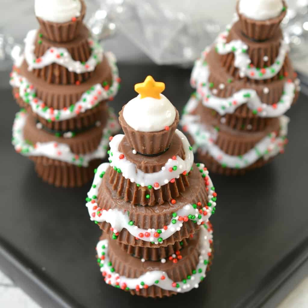 Sometimes, you just gotta get your cute snack on for the kids' school parties. And this time, my cute snack of choice is this adorable Easy Candy Christmas Trees snack. So simple, but so very fun. #nerdymammablog #christmas