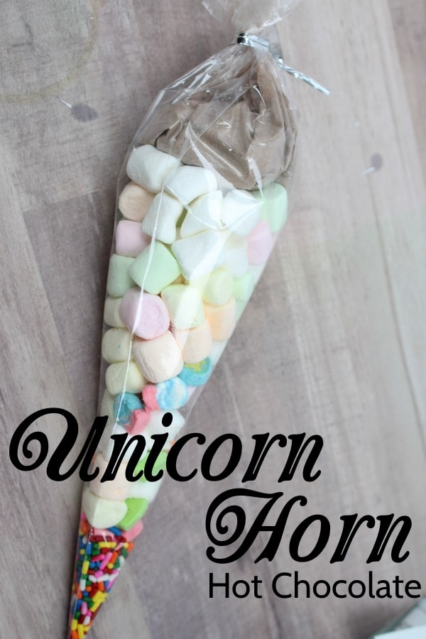 Sometimes you just need a really quick and easy treat to take to your kid's class. These Hot Chocolate Unicorn Horns are just about the best and quickest way to let your kids get involved in making the treat--and to get it done. #nerdymammablog #unicorn #hotchocolate