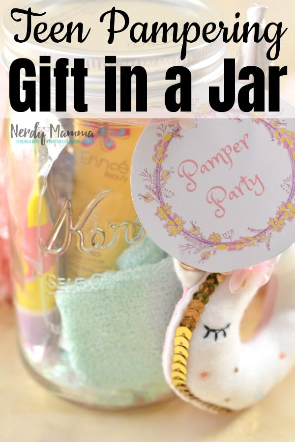 The perfect gift for a party favor, for a teen you love or one you don't even hardly know, but need a gift for. Seriously, teen girls will love this Teen Pampering Gift in a Jar. Just make it and let the gifting begin! #nerdymammablog #teengift