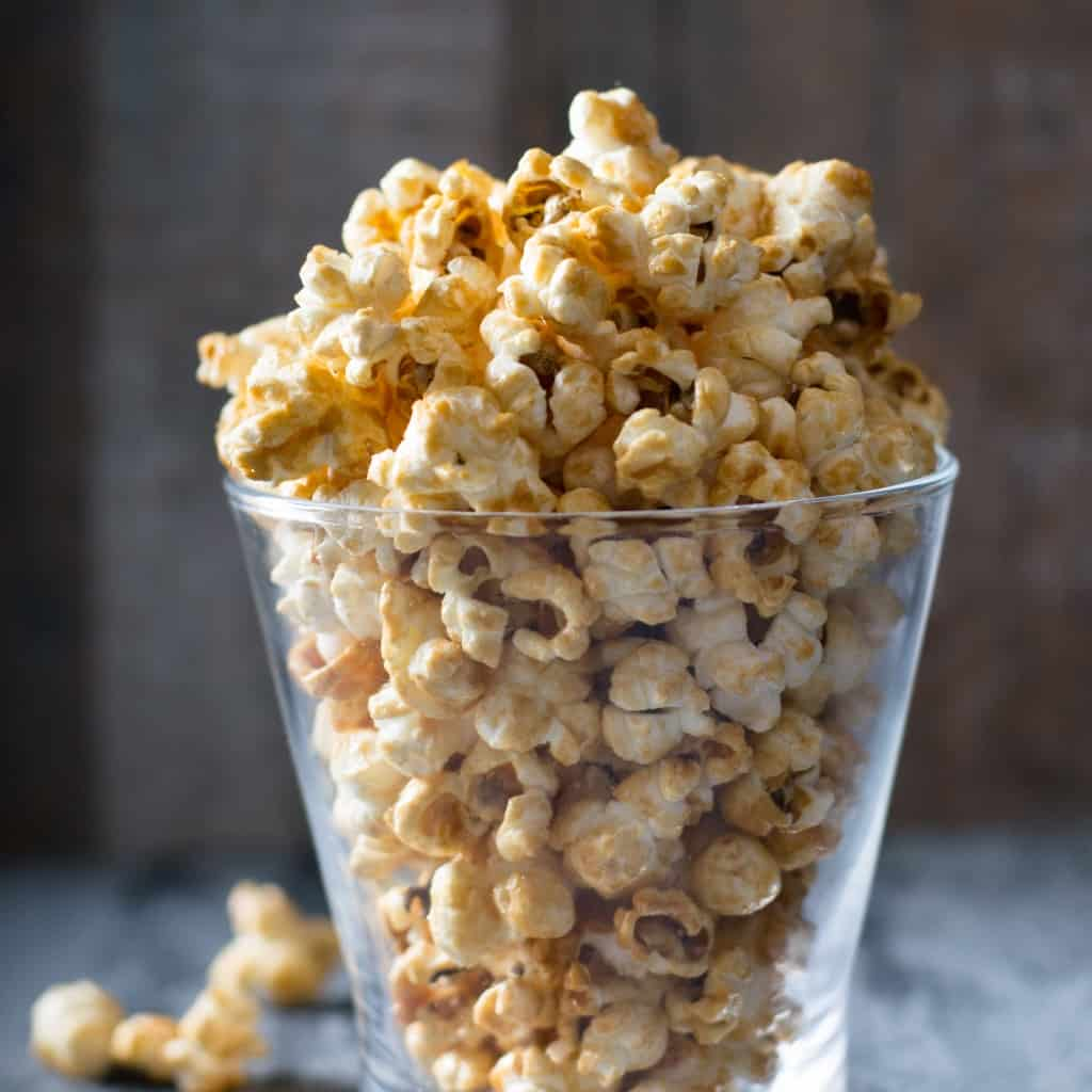 Need the perfect snack for watching Harry Potter movies? An easy snack you can make and enjoy and keep and enjoy for days? Vegan Butterbeer Popcorn is the answer. #nerdymammablog #vegan #popcorn #harrypotter