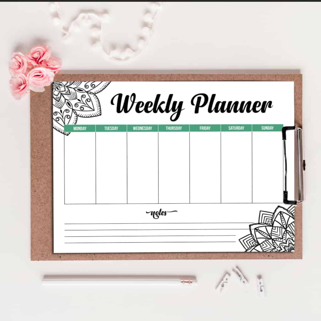 My life is a mess. I forget everything--but not NOW! I am seriously digging this Free Printable Mandala Weekly Planner to keep me organized. #nerdymammblog #planner