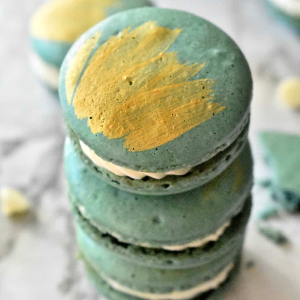 Oh, if you ever wanted to make a macaron, you best hold on to your britches because these Milk & Honey Macarons are so amazing. #nerdymammablog #macarons