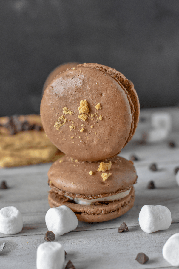 I may have hit upon the world's most tasty dessert. S'mores Macarons are the most s'more-riffic thing I think I've ever tasted. #nerdymammablog #macaron #frenchmacaron #cookie #smores #s'mores #smoresmacarons