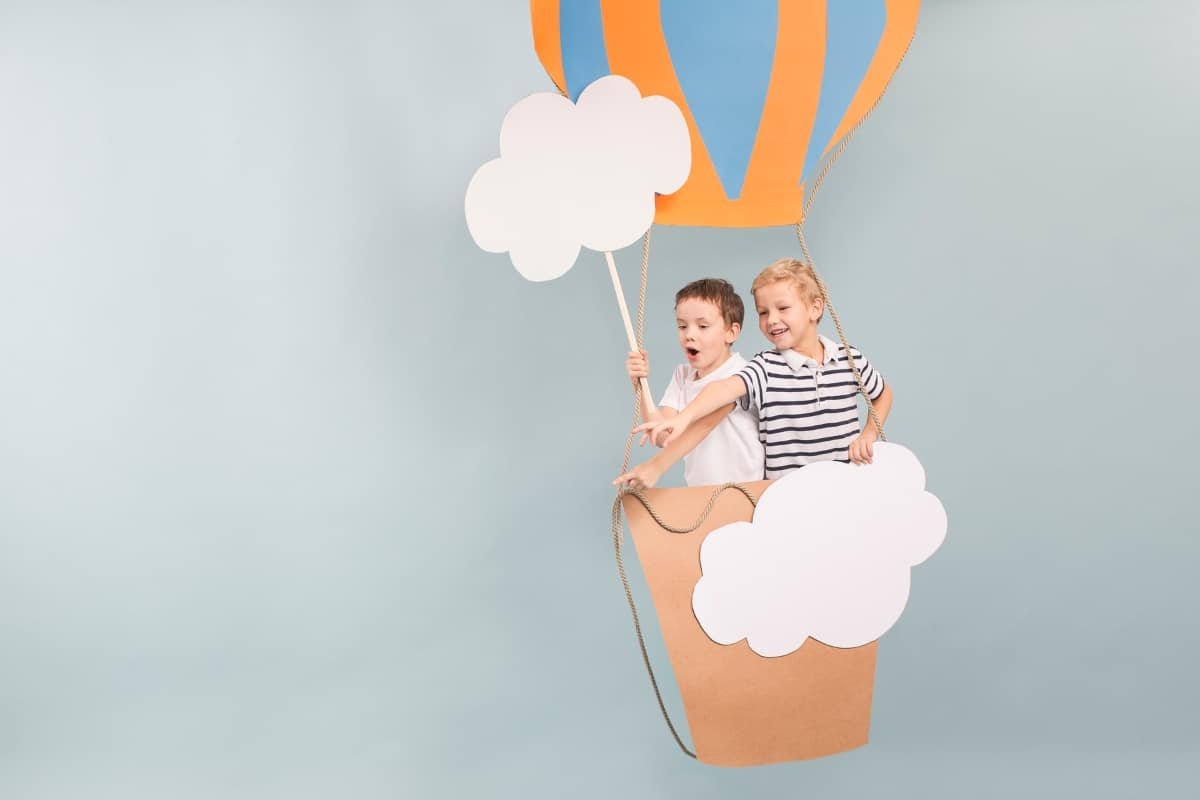 There are some ways you, as as parent, can help your child's imagination grow. These are some easy tips to help you learn How to Encourage Your Children's Imagination. #nerdymammablog #parenting #imaginativeplay