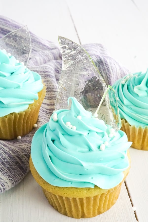 My kids are so super excited about Frozen 2 coming out this year, so I made these Ridiculously Easy Frozen Cupcakes to help them celebrate. Because I might be excited, too. LOL! #frozen #princesselsa #princesscupcakes #frozencupcakes #frozenparty #nerdymammablog